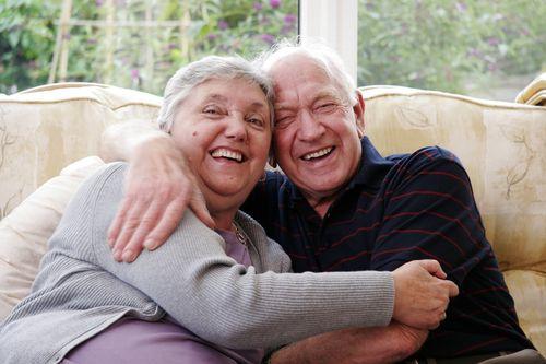 Happy_senior_couple_16921849